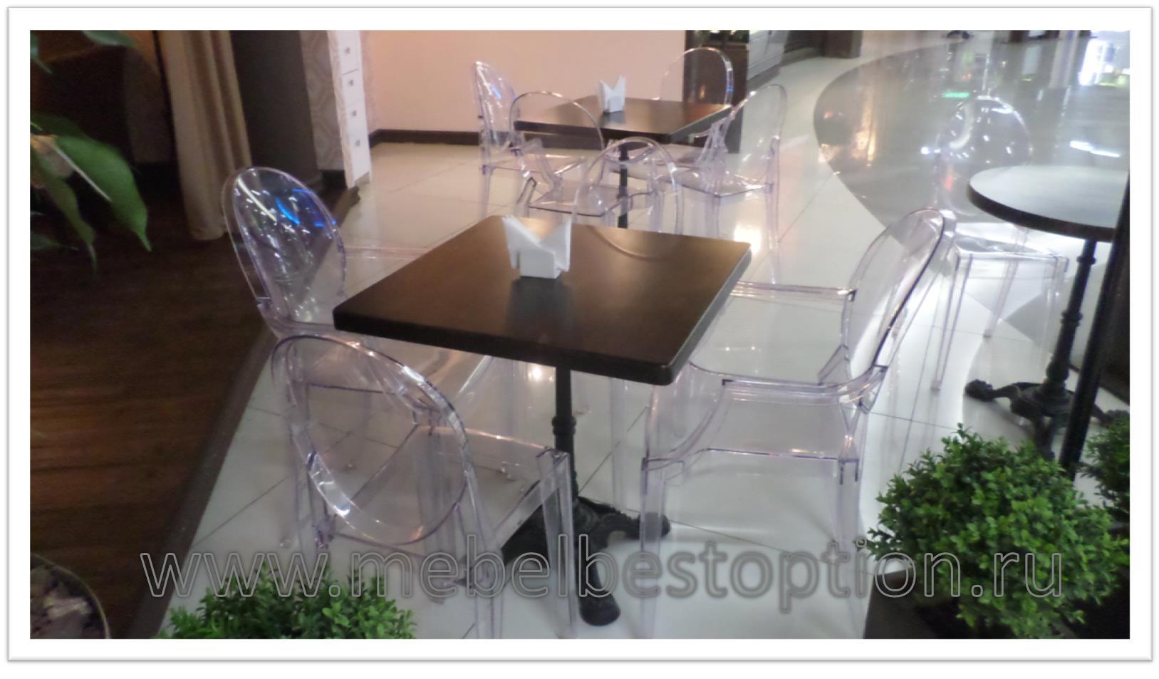 Пластиковый стол на чугунном подстолье
