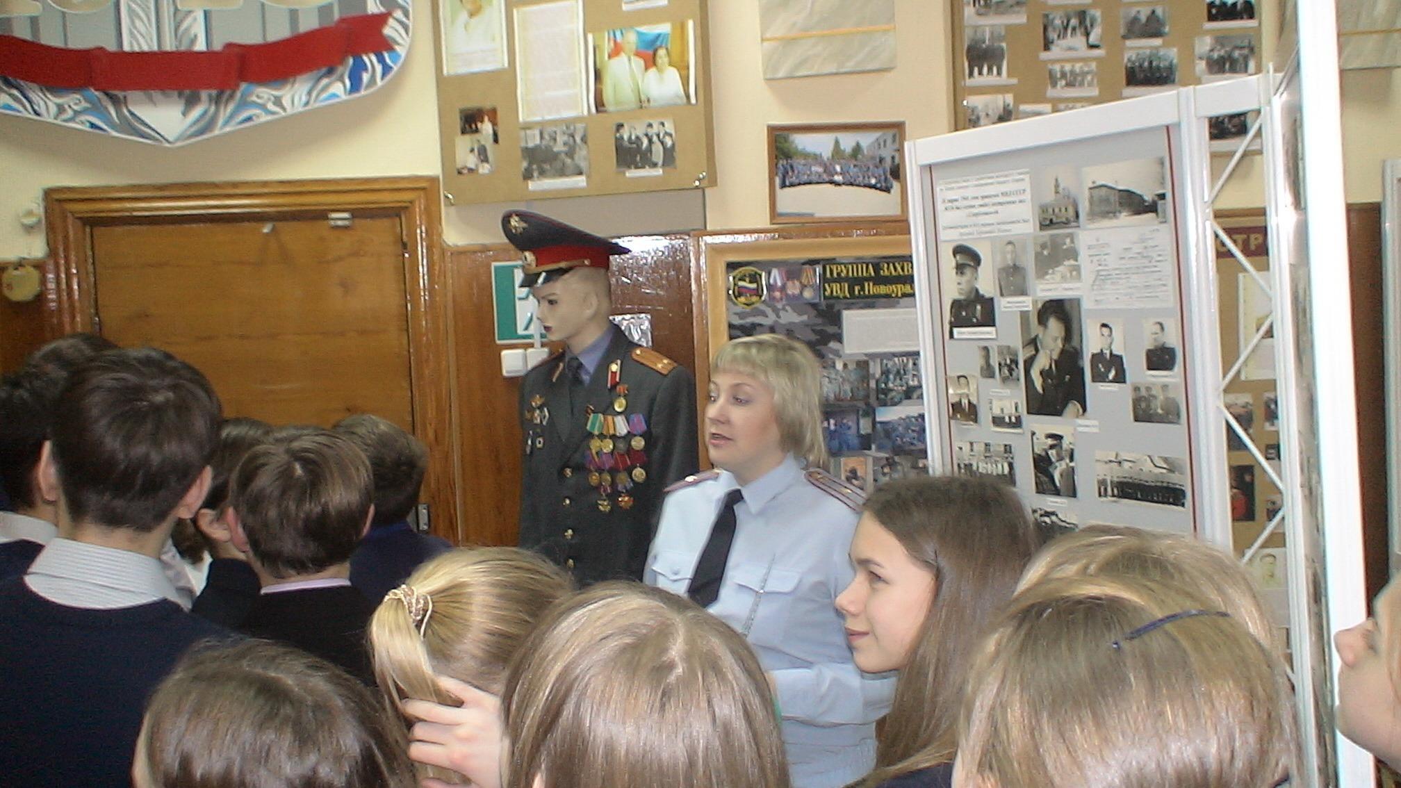 Две учительницы и охраник в новоуральске