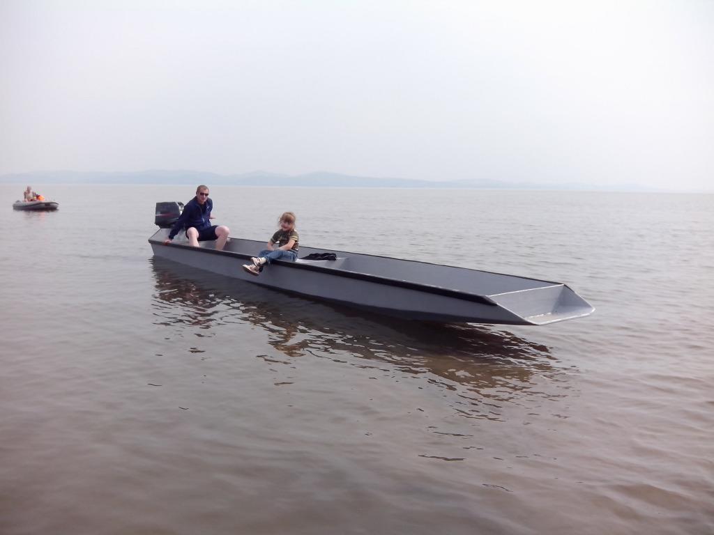 лодка с пятисильным мотором
