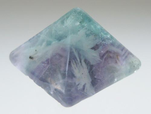Энергия камней №54 Флюорит (пирамида) фото, обсуждение