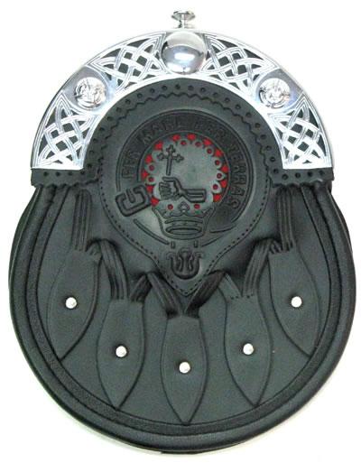 Первые спорраны делали из бурдючной кожи и меха, особенно популярными.