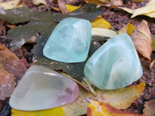 Энергия камней № 85 Зеленый флюорит (окатанный камень) фото, обсуждение