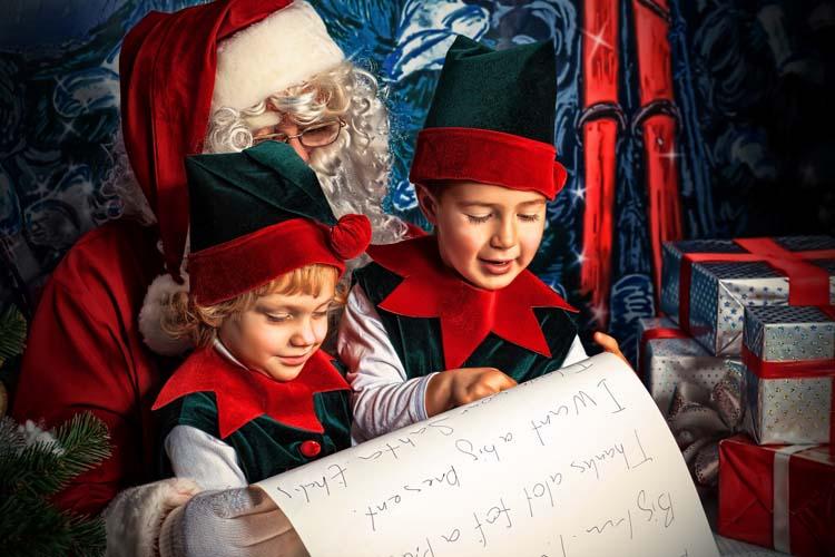 Кто помогает санта клаусу собирать подарки детям