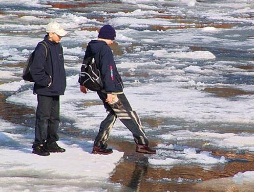 Прикарпатські рятувальники продовжують нести чергування біля зимових водойм області