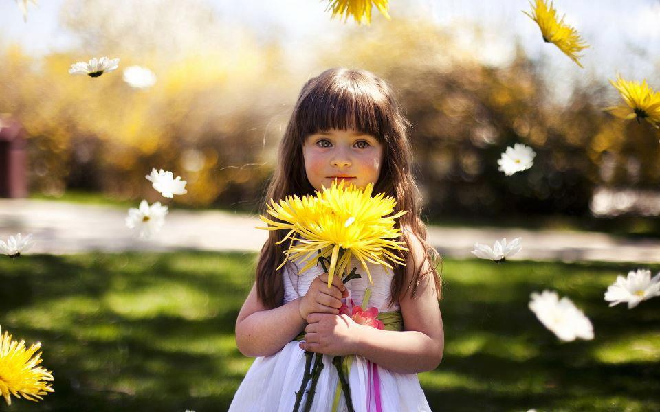 Маленький мальчик с цветами картинки 3