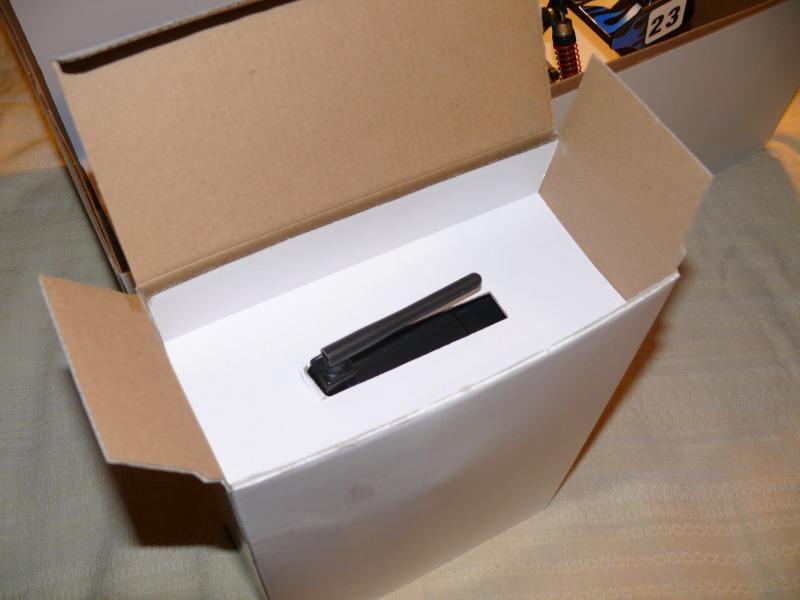 В пакете же находятся 2 книги с описанием модели схемой сборки, набор необходимых ключей,комплект проводов для...