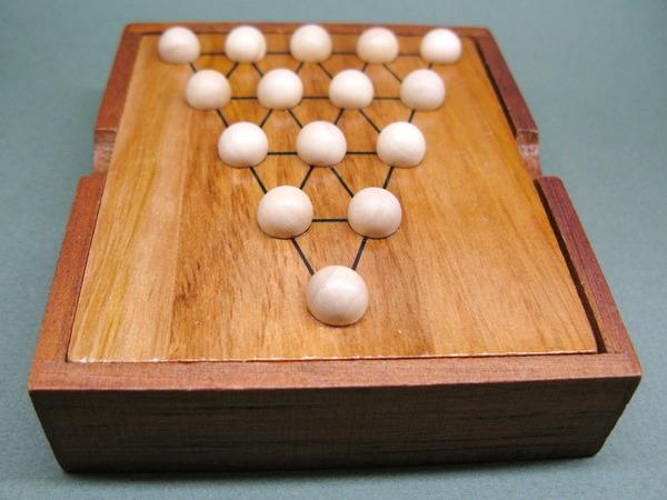 Занимательные головоломки №32 Треугольный солитер
