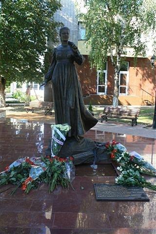 Памятник В.Толкуновой в г.Белореченске