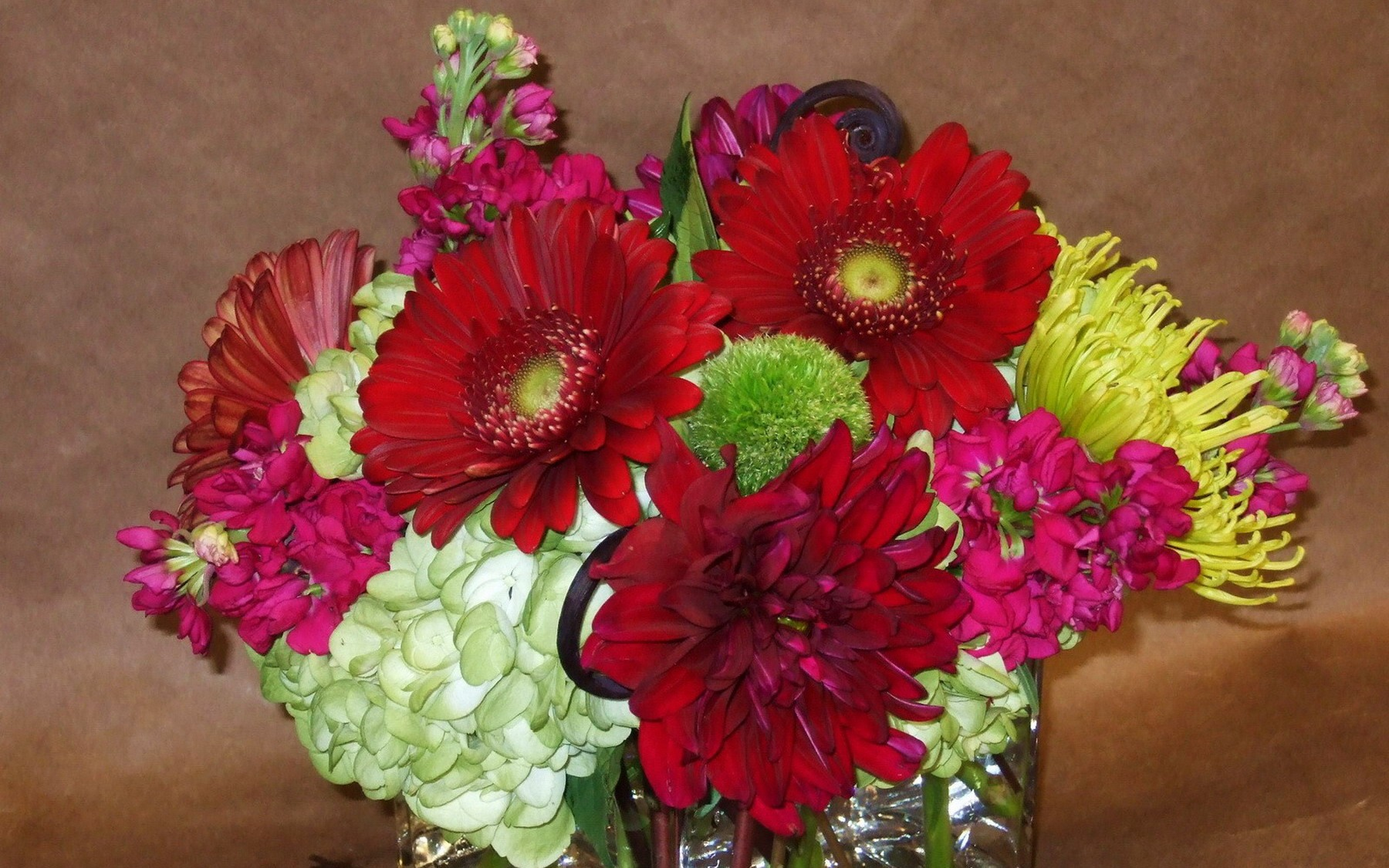 стол фото букеты цветы картинки ...: fon1.ru/load/66-1-0-23880