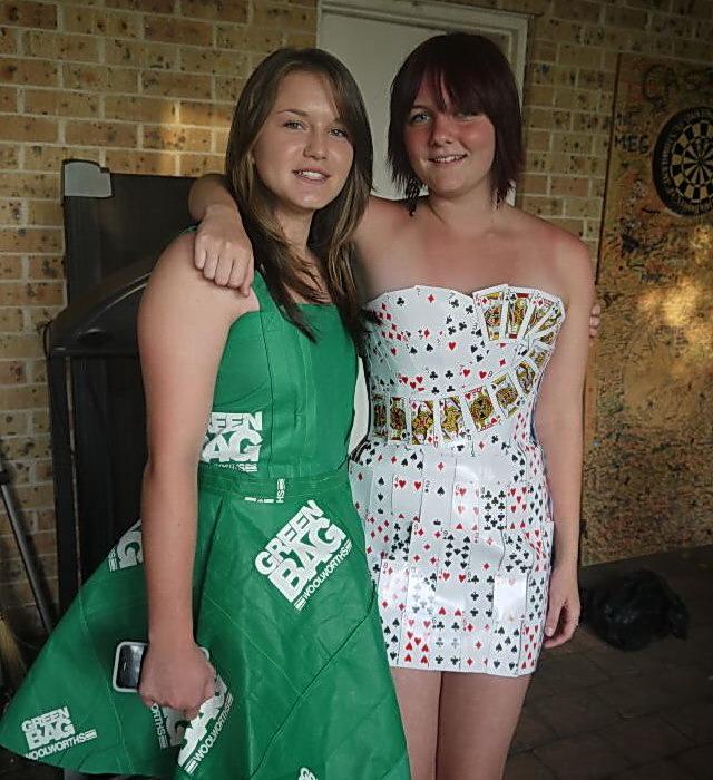 Платье из карт игральных
