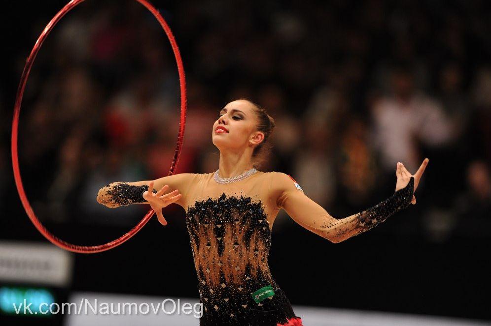 golaya-na-hudozhestvennoy-gimnastike-video