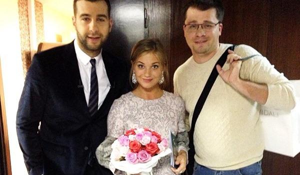 В гости к «Вечернему Урганту» пришли молодожёны: Гарик Харламов и Кристина Асмус