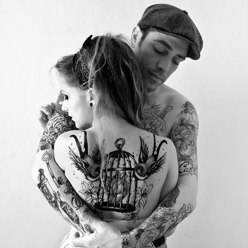 Фото девушка с тату парень