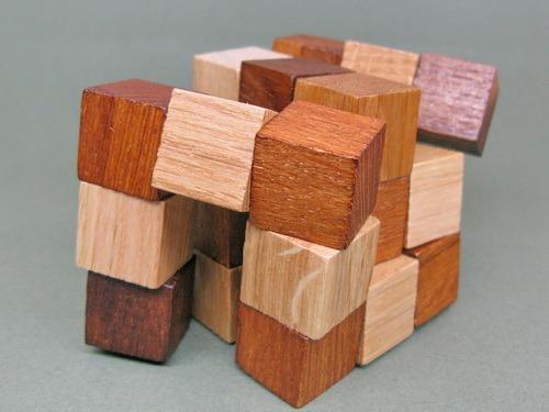 Занимательные головоломки №51 Куб-змейка