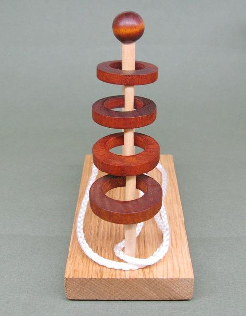 Занимательные головоломки №52 Четыре кольца и одна веревка