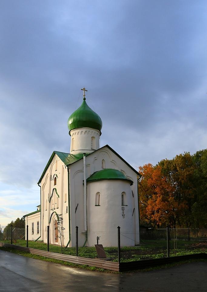 Помимо православных церквей в список вошли церкви принадлежащие старообрядцам, католикам и протестантам.