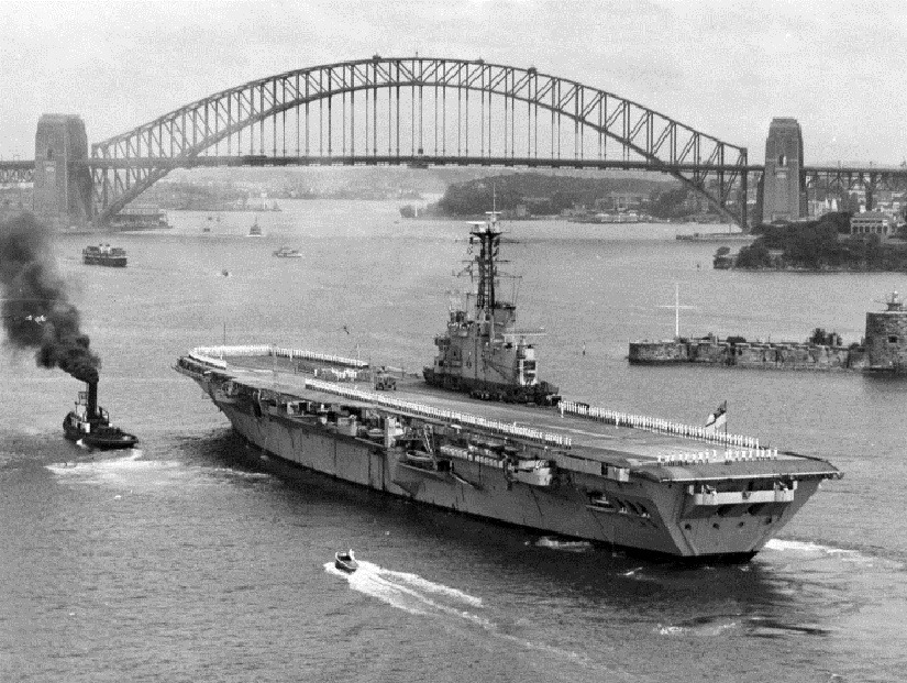HMS Albion R-07 в Сиднее, Австралия.