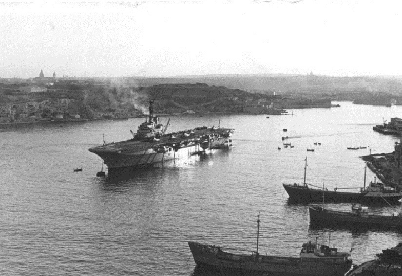 1972: HMS Bulwark R-08 anchored at Malta.