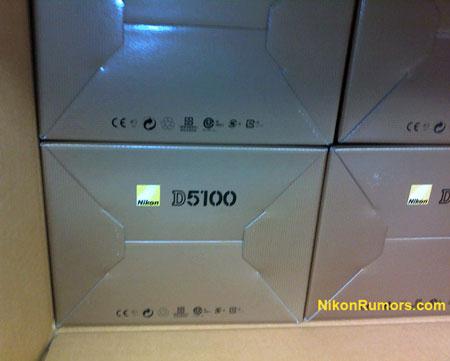 [b]Камера Nikon D5100 готова Рє началу поставок — анонс РЅРµ Р·Р° горами?[/b]  Р?сточник опубликовал СЃРЅРёРјРѕРє, который позволяет предположить, что РґРѕ анонса цифровой зеркальной камеры Nikon D5100 остается совсем немного времени.  [img]http://4put.ru/pictures/max/99/307110.jpg[/img]  Р' коробках, изображенных РЅР° фотографии, находятся камеры, которым предстоит заполнить РІ ассортименте СЏРїРѕРЅСЃРєРѕРіРѕ производителя Р±СЂРµС?СЊ, образовавС?СѓСЋСЃСЏ после прекращения выпуска модели D5000. Другими словами, РѕРЅР° будет расположена между моделью начального СѓСЂРѕРІРЅСЏ D3100 Рё флагманской любительской «зеркалкой» Nikon — D7000.  Учитывая сложивС?СѓСЋСЃСЏ практику использования РІ новинках компонентов уже выпускаемых камер Рё необходимость позиционирования изделия РІ указанной РЅРёС?Рµ, можно попробовать назвать основные характеристики D5100. РазреС?ение датчика изображения РЅРµ превысит 16 РњРї . Более того, РїРѕ имеющимся данным, будет использован тот же датчик разреС?ением 14,2 РњРї, что Рё РІ D3100, показанный РЅР° нижней иллюстрации. Системы замера экспозиции Рё автоматической фокусировки также Р±СѓРґСѓС' позаимствованы Сѓ D3100. Р' отличие РѕС' D7000, камера РЅРµ будет иметь встроенного РїСЂРёРІРѕРґР° автоматической фокусировки («отвертки») Рё вспомогательного экрана. Единственный слот для сменных носителей будет готов принять карты памяти форматов SD, SDHC Рё SDXC. Верхнюю границу диапазона светочувствительности ограничит значение ISO 3200, Р° скорость серийной съемки составит 4-5 кадров РІ секунду. Камера позволит снимать видео высокой четкости РІ формате Full HD 1080p.  РџСЂРё таких характеристиках рекомендованная цена D5100 РІ комплекте СЃ объективом AF-S NIKKOR 18-55mm f/3.5-5.6G VR будет близка Рє $800-900. Премьера РЅРѕРІРѕР№ камеры может состояться еще РґРѕ конца месяца.